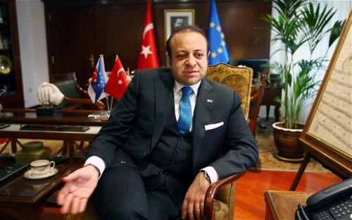 Een dike turkse meneer met een ego zo groot als de Bosporus