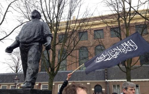 Het fascisme steekt zijn kop weer op in Nederland