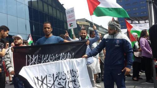 Fascistische Jihad vlaggen bij anti Israël demo in Den Haag