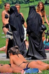 bikini_vs_burqa2