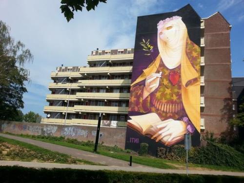 Heerlen Murals Moslima met Bomgordel