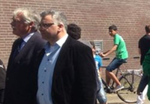 Burgemeester Cees van der Knaap plus Marokkaanse voorman plus kutmarokkaan tijdens protestmars