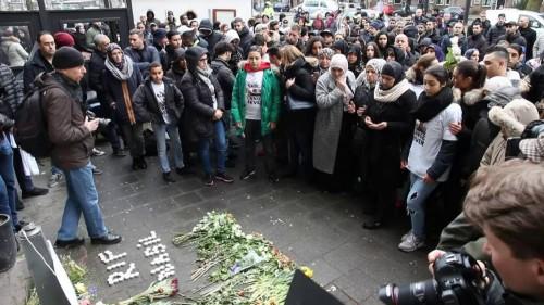 Gedenkplaatsje speciaal ingericht voor drugscrimineeltje Nabil Amzieb